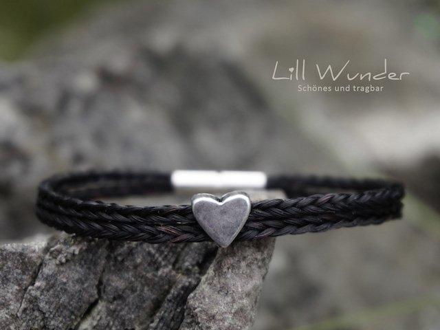 Eckig geflochtenes Armband aus Pferdehaar mit Herz Perle