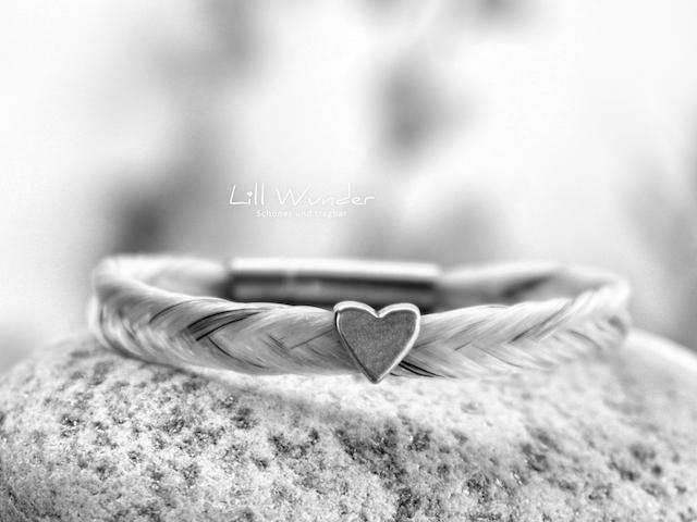 Fischgrät Armband aus Pferdehaar mit Herz Perle