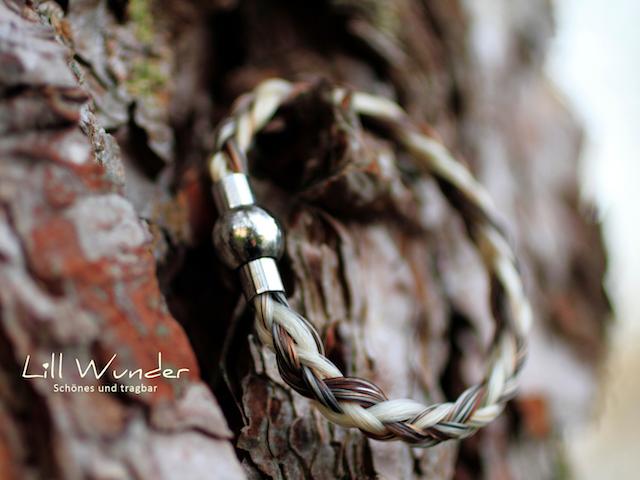 Halbrund geflochtenes Armband aus Pferdehaar