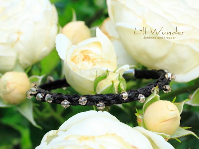Halbrund geflochtenes Armband aus Pferdehaar mit Swarovski Perlen
