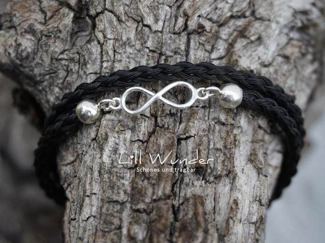 Halbrund geflochtenes Wickelarmband aus Pferdehaar mit Unendlichkeitszeichen