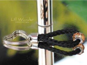 Schlüssenanhänger aus Pferdehaar mit Swarovski Perle